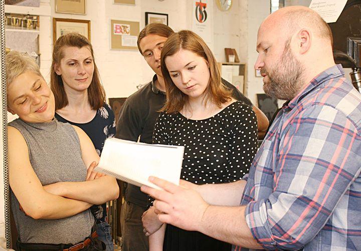 Alte Technik begeistert junge Leute :) Während einer Reihe von Lehrveranstaltungen der Humboldt-Univ...