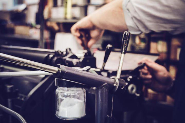 Drucken ist *Hand*werk – aber das Drucken erledigen doch die Maschinen?! Aileen Kapitza hat festgeha...