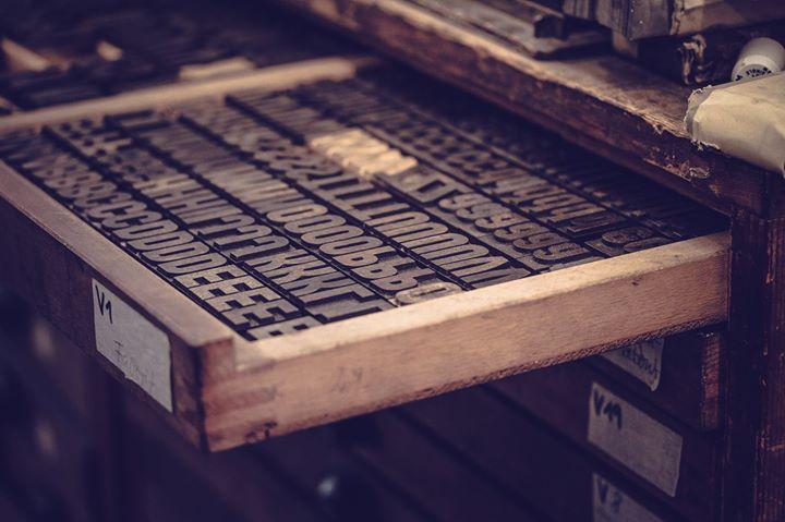 Ein Blick in unser Schriftenkabinett. Wir sortieren und katalogisieren gerade alle Schriften. Wir wo...