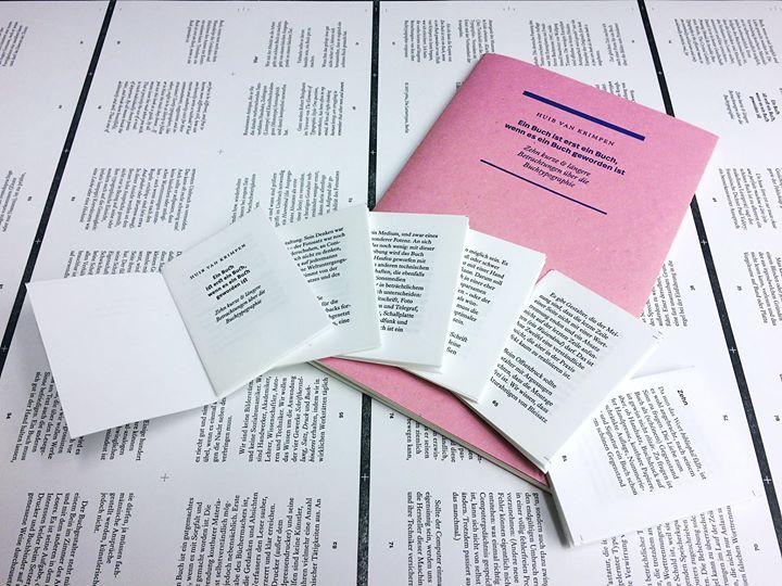 """Ein verkleinerter Ausdruck? Nein, dies sind die Falzbögen für das Miniaturbuch """"Ein Buch ist erst ei..."""
