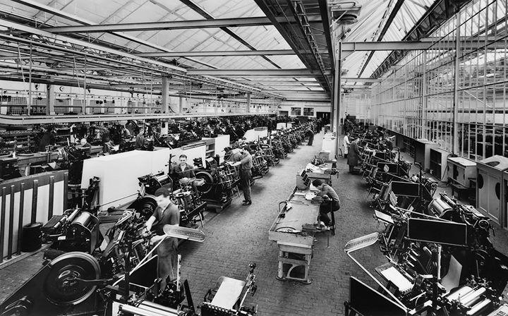 Fließband-Produktion des Heidelberger Tiegels 1957 im Werk Wiesloch-Walldorf. Foto: Heidelberger Dru...
