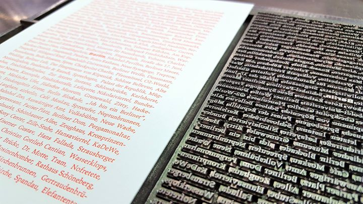 Nächste Woche drucken wir wieder unsere Berlin-Postkarte. Inhalte und Handsatz stellte Anika Arndt z...