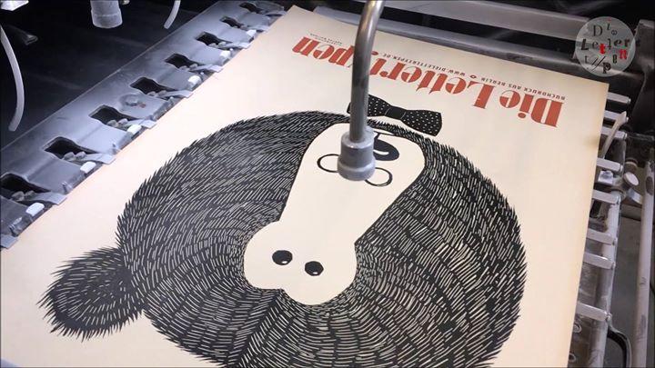OHZ, printing a poster (linol cut)