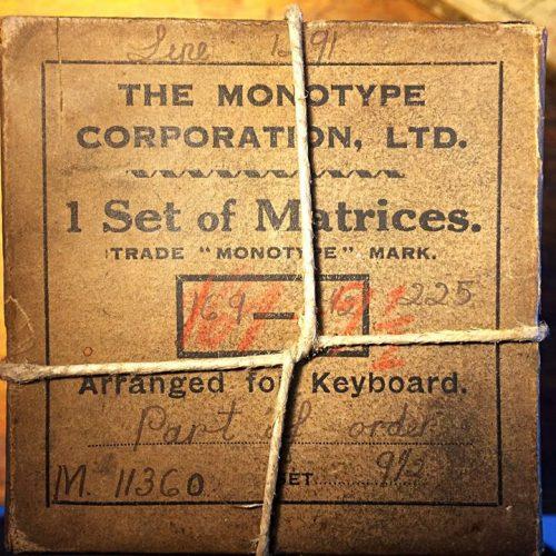 Unser Freund und Kollege Ingo-Rüdiger Peters hat uns ein schönes Geschenk gemacht: Monotype-Matrizen...