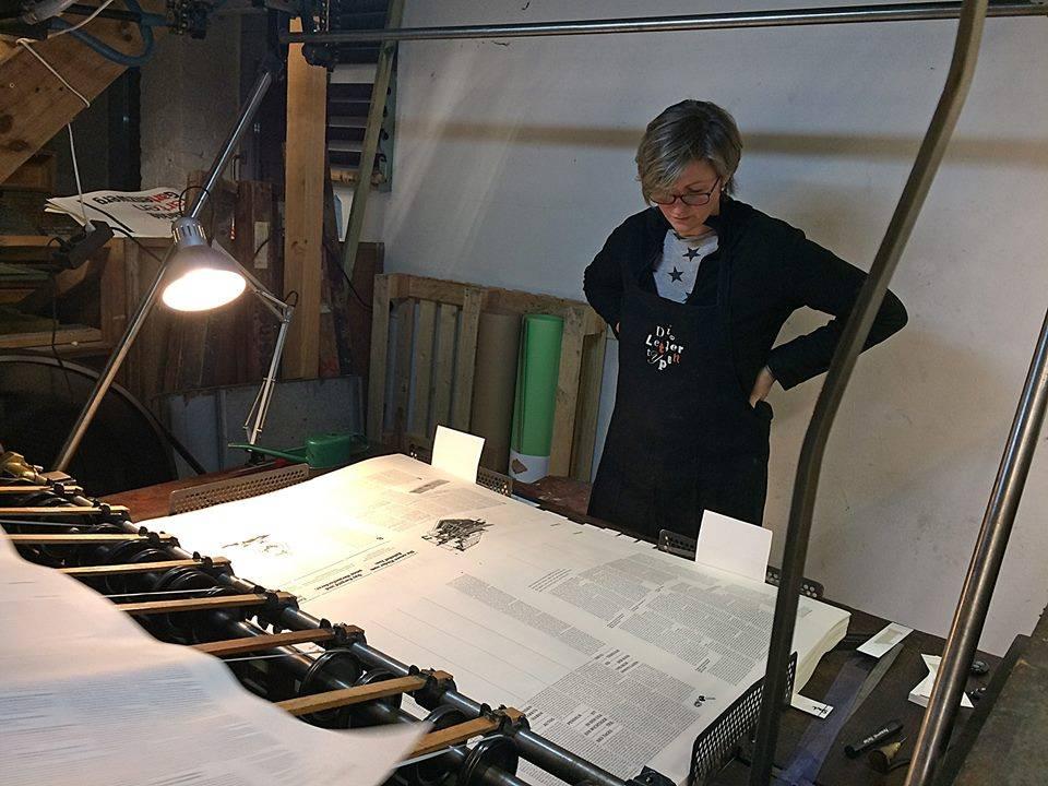 Bogenfängerin Jana Gulde an der Johannisberger Schnellpresse